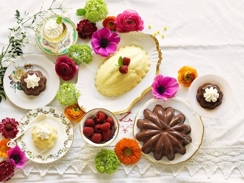 Vanilla and chocolate pudding on a table decorated with flowers (seen from above)