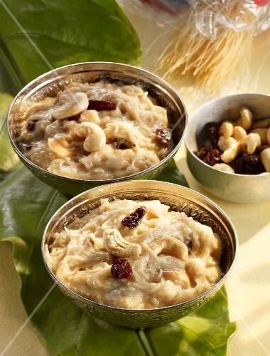 Semiya Payasam (vermicelli with raisins and nuts, India)
