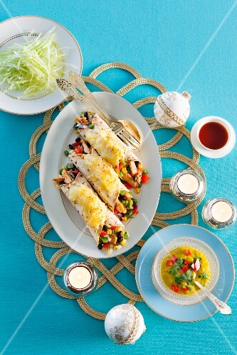 Gratinated wraps with chicken, sweetcorn and beans for Christmas