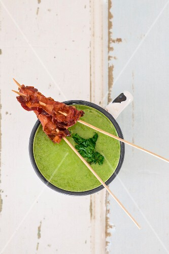 Parsley soup with bacon