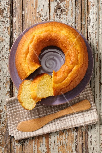 Baba au Rhum, sliced (seen from above)