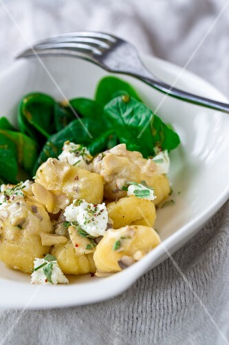 Gnocchi with baby spinach, goat's cheese, herbs and mushrooms
