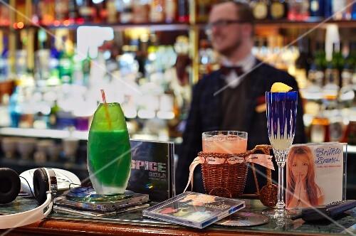Cocktails: Lollipop, Signorina and Cosmopolitan