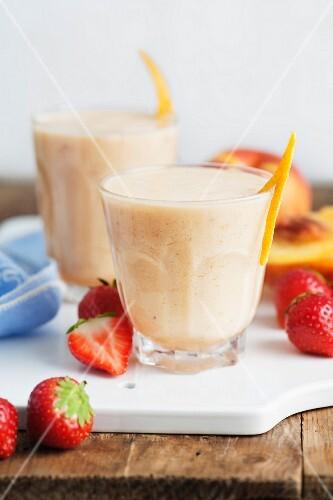 Nectarine, banana and strawberry smoothies