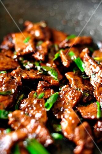 Rindergeschnetzeltes mit Frühlingszwiebeln (China)