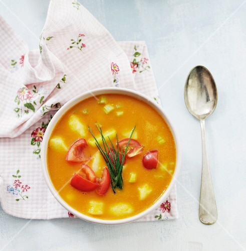 Vegetable soup with fresh tomatoes