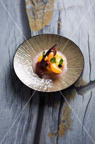 Caramelised pineapple with mandarins and figs (Turkey)