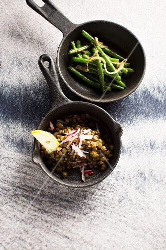 Fried coriander with lentils and green beans (Syria)