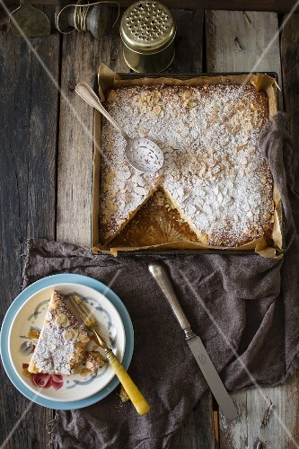 Dolce alle mandorle (square almond cake, Italy)