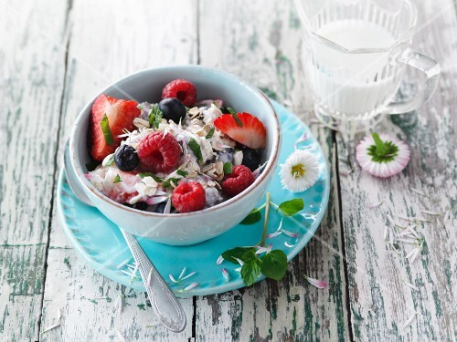 Berry muesli with mint and daisies