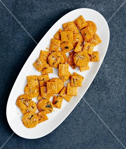 Tomato crackers with oregano