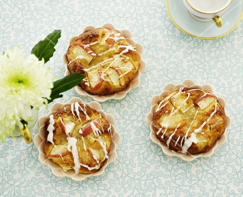 Apple tartlets with icing