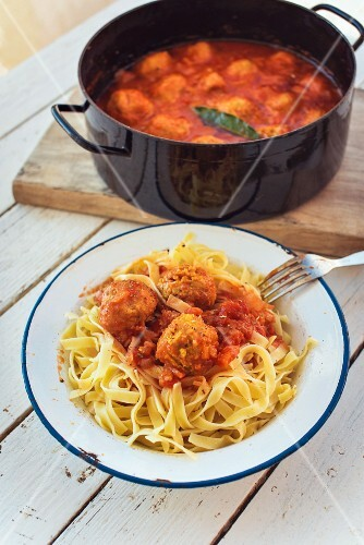 Pasta with falafel in tomato sauce