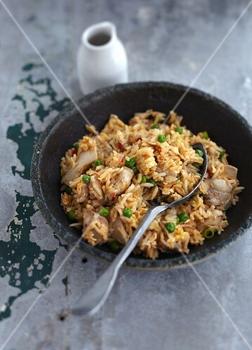 Fried rice with chicken and peas (China)