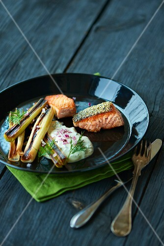 Grilled salmon and leek with dill cream