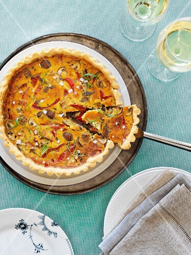 Mushroom pie with red peppers