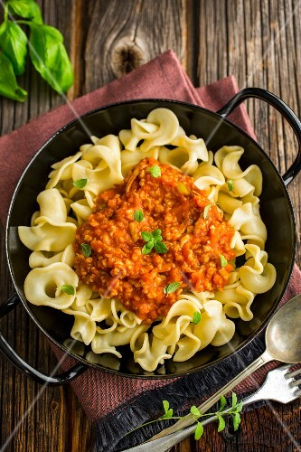 Pasta with vegan bolognese (seen from above)