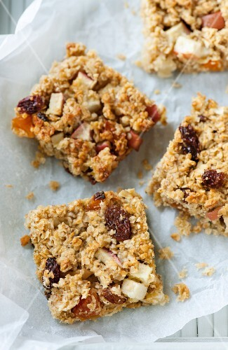 Muesli bars with apples, apricots and sultanas