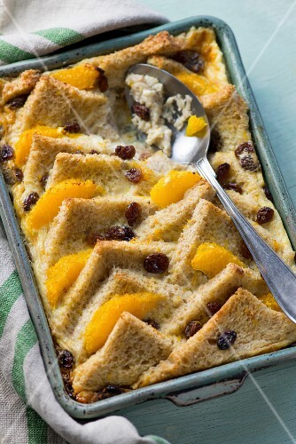 Bread and butter pudding with oranges and raisins