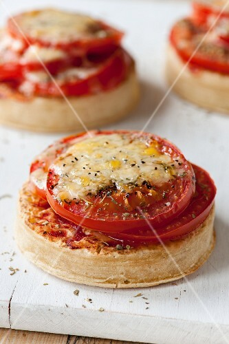 Pizza crumpets with tomatoes and cheese