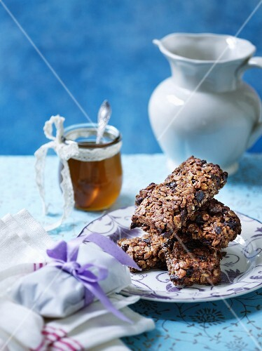 Healthy honey and muesli bars
