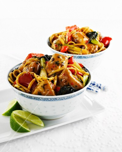 Chicken with soy sauce, ginger and noodles (Asia)