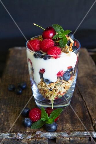 Yoghurt muesli with fresh fruits and almonds