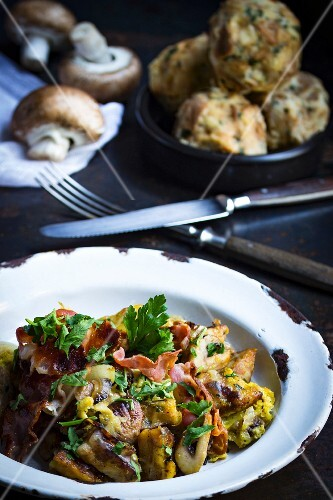 Leftover bread dumplings with mushrooms, bacon and parsely