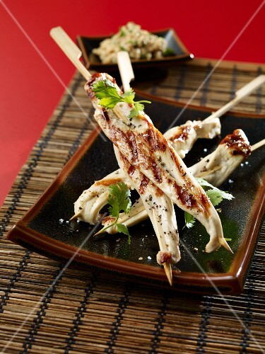 Chicken skewers with peanuts (Asia)