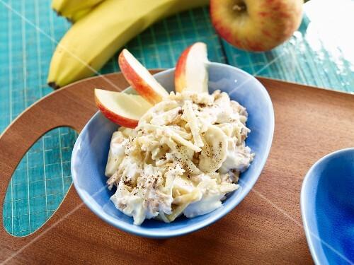 Spelt muesli with banana and apple