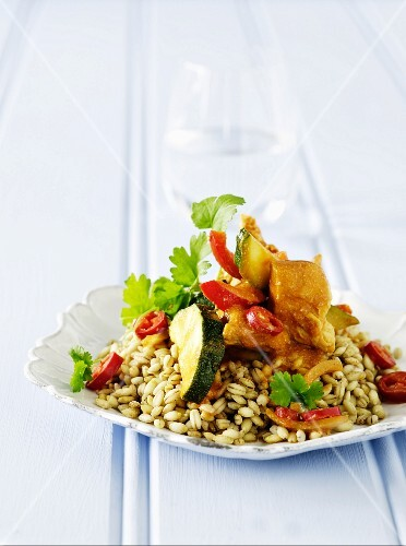 Barley with chicken, courgette, chillis and coriander