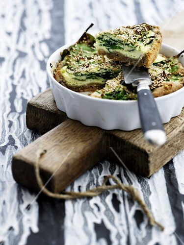 Spinach tart with sesame seeds