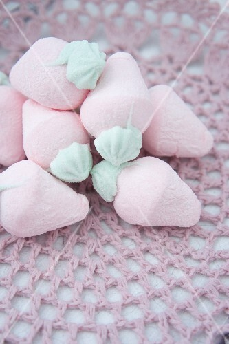 Strawberry shaped marshmallows