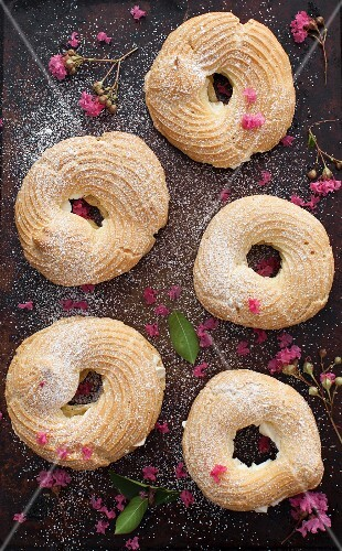 Choux pastry rings with a buttercream filling (seen from above)