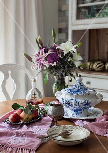 Soup tureen, bowls and apples