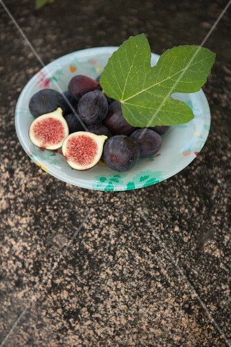 Figs with a leaf (Corsica)