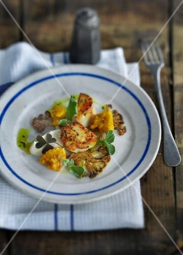 Fried scallops with cauliflower