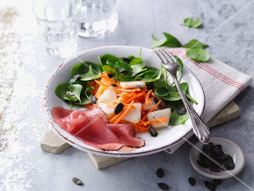 Fruity purslane salad with ham
