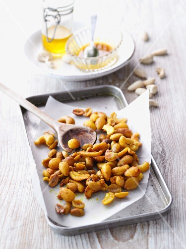 Spicy roast nuts