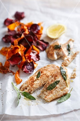 Grilled angelfish fillets with carrot and beetroot chips