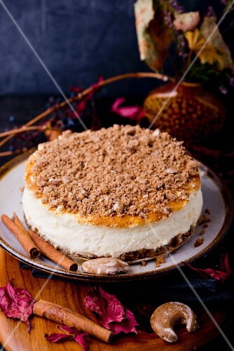 An autumnal cheesecake with gingerbread