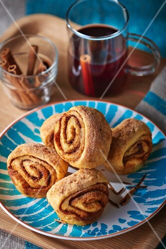 Cinnamon buns and mulled wine