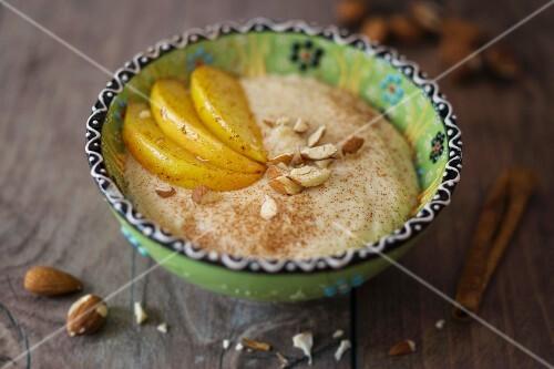 Almond porridge with apple slices