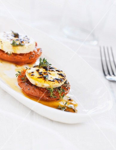 Roasted tomatoes with goat's cheese and thyme