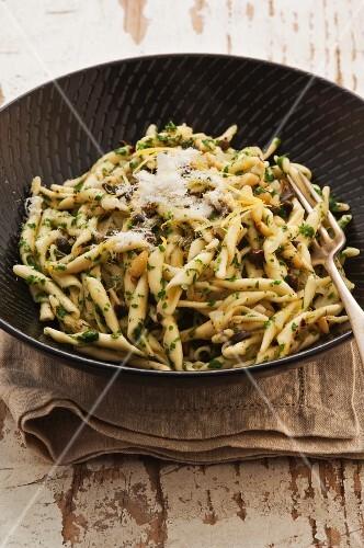Trofie with parsley sauce