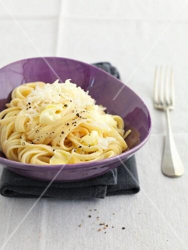 Bavette cacio e pepe (with cheese and pepper)