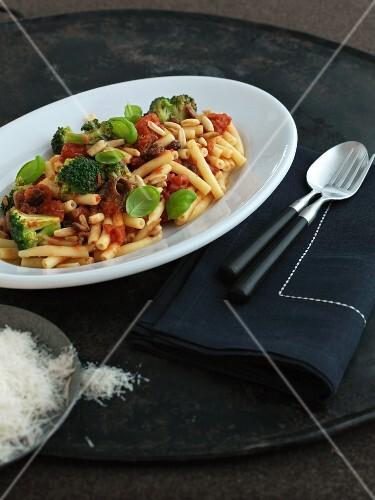 Ziti with broccoli and tomatoes