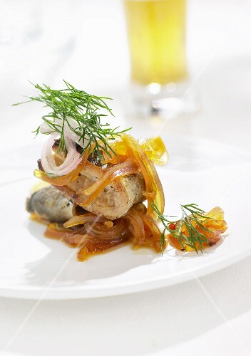 Smoked eel with fried onions