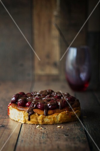 Cheesecake with cherries and chocolate sauce