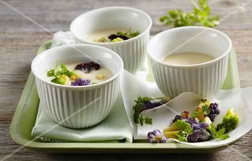 Cream of cauliflower soup with Romanesco broccoli